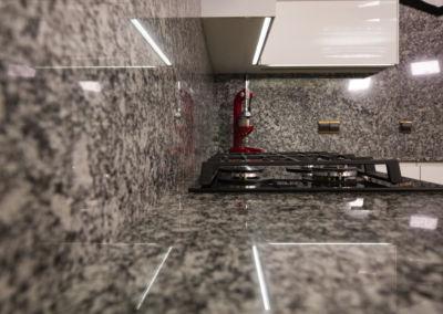 Blat de granit lustruit Spray White, 2 cm(2)