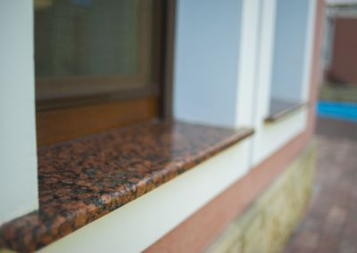 Glafuri din Granit Baltic Brown, -2cm -lustruit