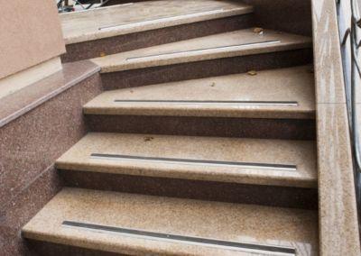 Лестница из гранита G681, Imperial Red, mixt-2cm -lustruit (6)