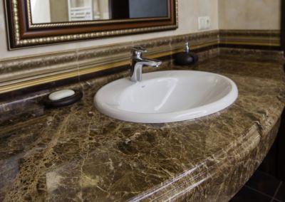Мраморная столешница для ванной Emperador Dark -3cm (2)
