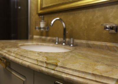 Мраморная столешница в ванной Breccia Oniciata -3cm