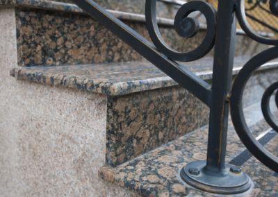 Scari din granit Baltic Brown, -2cm -lustruit