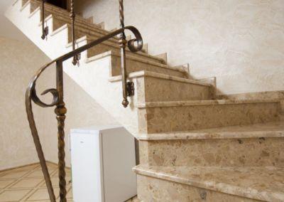 лестницы из искусственного мрамора(агломрамор) Breccia Aurora -3cm -lustruit (3)