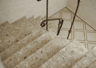 лестницы из искусственного мрамора(агломрамор) Breccia Aurora -3cm -lustruit