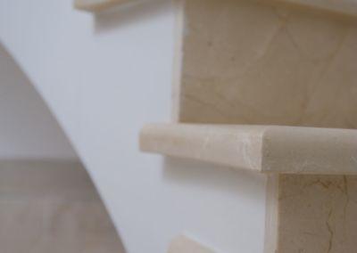мраморная лестница в Кишинёве Crema Marfil -2cm -lustruid (4)