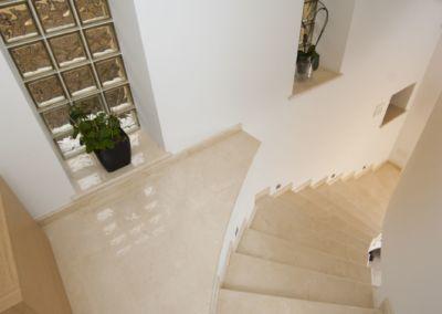 мраморная лестница в Кишинёве Crema Marfil -2cm -lustruid (9)