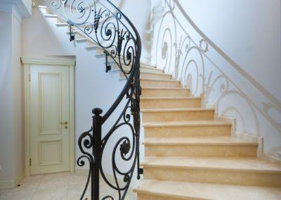 мраморные лестницы для дома Crema Marfil -2cm -lustruid (15)