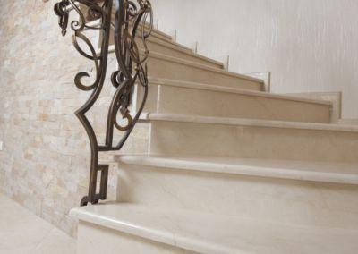 мраморные лестницы для дома Crema Marfil -2cm -lustruid (16)