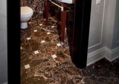 мраморный пол на кухне Emperador Gold -2cm -brushed (13)