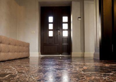 мраморный пол в квартире Emperador Gold -2cm -brushed (3)