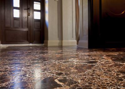 мраморный пол в квартире Emperador Gold -2cm -brushed (4)