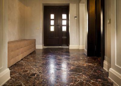 мраморный пол в квартире Emperador Gold -2cm -brushed (5)