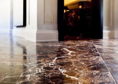 мраморный пол в квартире Emperador Gold -2cm -brushed (7)