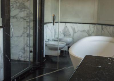 Мarmura pentru baie Calacatta, Nero Marquina-mixt - brushed, antic - 2cm (7)