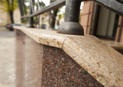 Piatra pentru soclu. Granit exterior G681, Imperial Red, mixt-2cm -lustruit (4)
