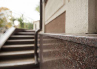 Piatra pentru soclu. Granit exterior G681, Imperial Red, mixt-2cm -lustruit (6)