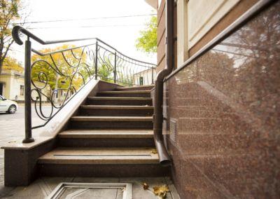 Piatra pentru soclu. Granit exterior G681, Imperial Red, mixt-2cm -lustruit (7)