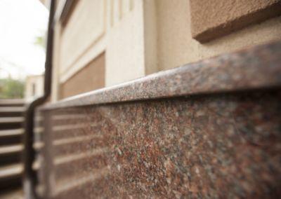 Piatra pentru soclu. Granit exterior G681, Imperial Red, mixt-2cm -lustruit (8)