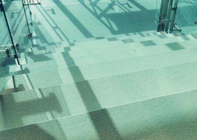 Scari din piatra artificiala Lapitec Bianco Crema -2cm -dune (Aeroport Chisinau) (3)